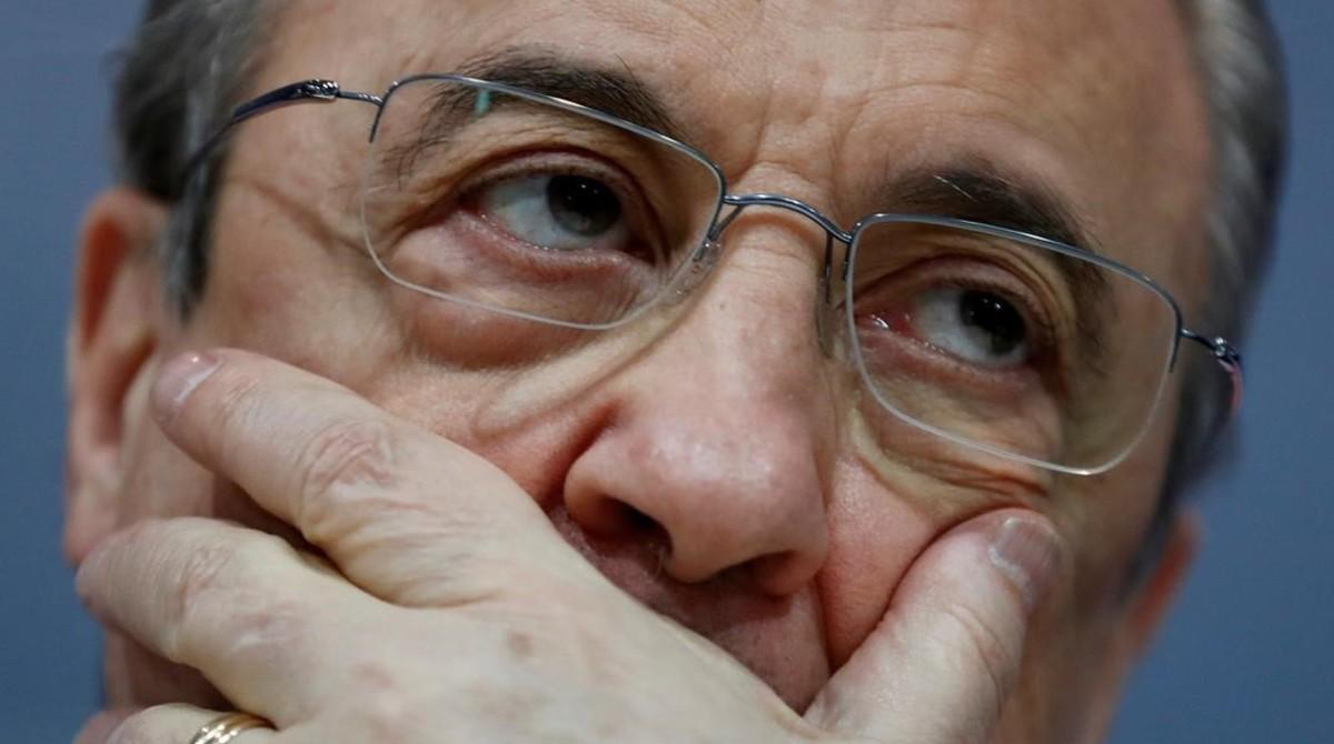 Florentino Pérez, presidente del Real Madrid, muestra su disgusto durante la conferencia de prensa de la despedida de Zinedine Zidane.