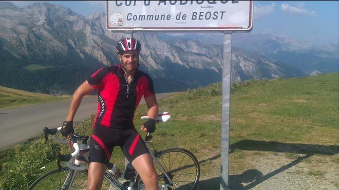 Las estrellas del ciclismo español se movilizan en favor de un cicloturista arrollado por un camión