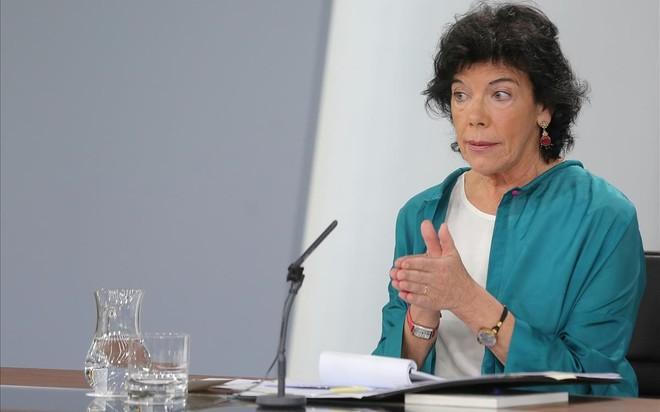 La ministra portavoz Celaá da así por concluidos los viernes en negro en TVE.