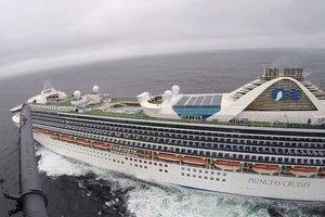 Los guardacostas entregaron al barco los equipos para hacer pruebas médicas del coronavirus en helicópteros.