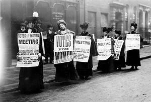 Un grupo de sufragistas británicas, en una de sus protestas.