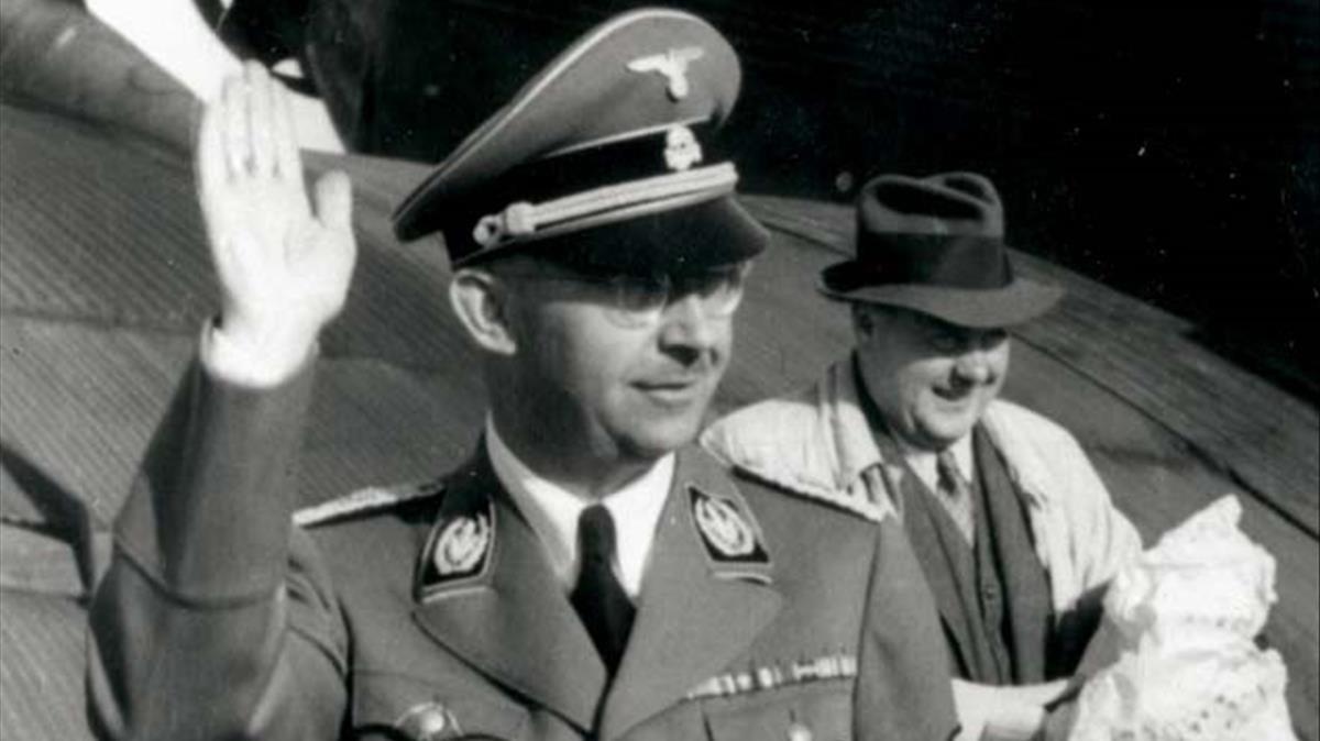 Himmler y Felix Kersten, tras un vuelo en un Junker 52, en una imagen de 'Las confesiones de Himmler'.