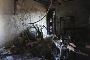 Imagen del interior de la vivienda que se ha quemado en Córdoba, causando dos muertos, este viernes.