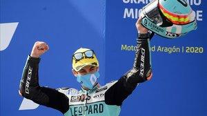 Jaume Masia (Honda) celebra su victoria de hoy en el GP de Aragón.