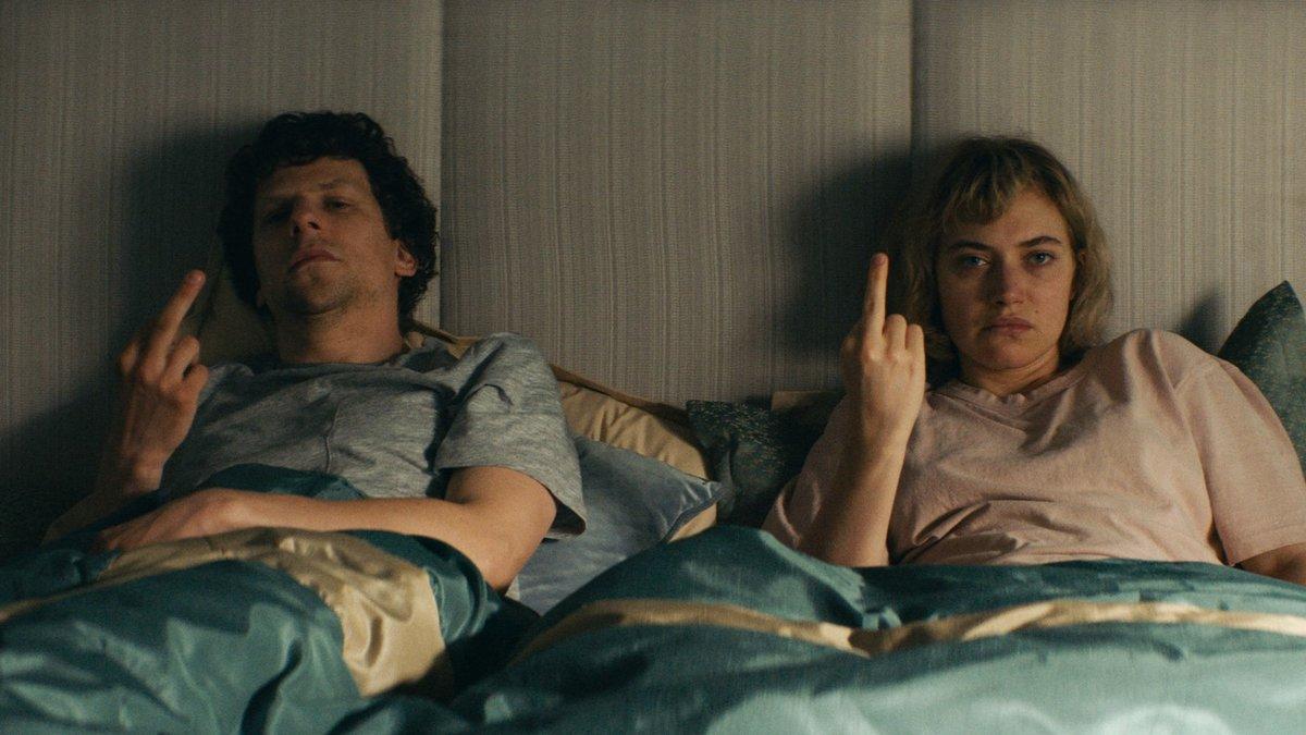 Jesse Eisenberg e Imogen Poots, en un fotograma de 'Vivarium'