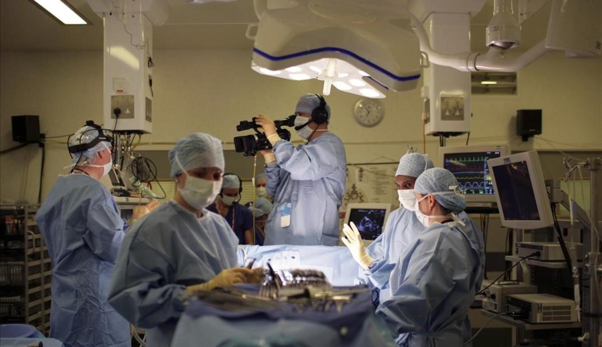 Una compleja operación en el hospital Papworth de Cambridge.