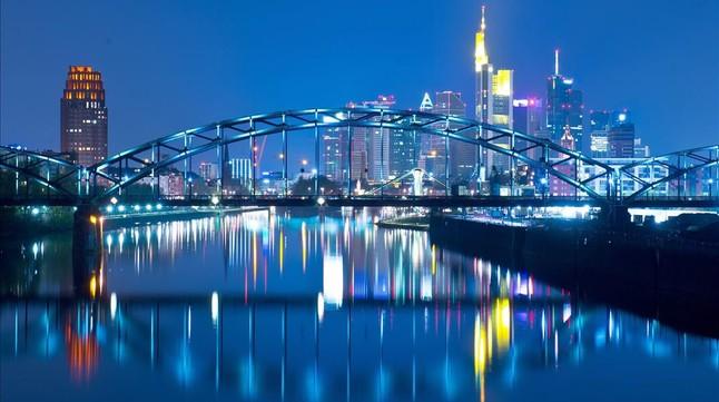 Imagen nocturna de Frankfurt, durante el Luminale, festival de la luz, en el 2014.