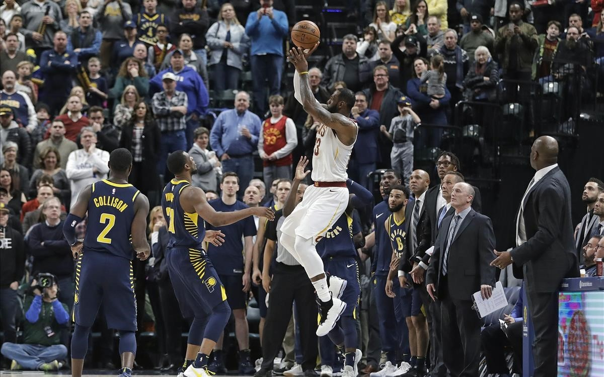 Lebron James falla el triple decisivo ante los Pacers.