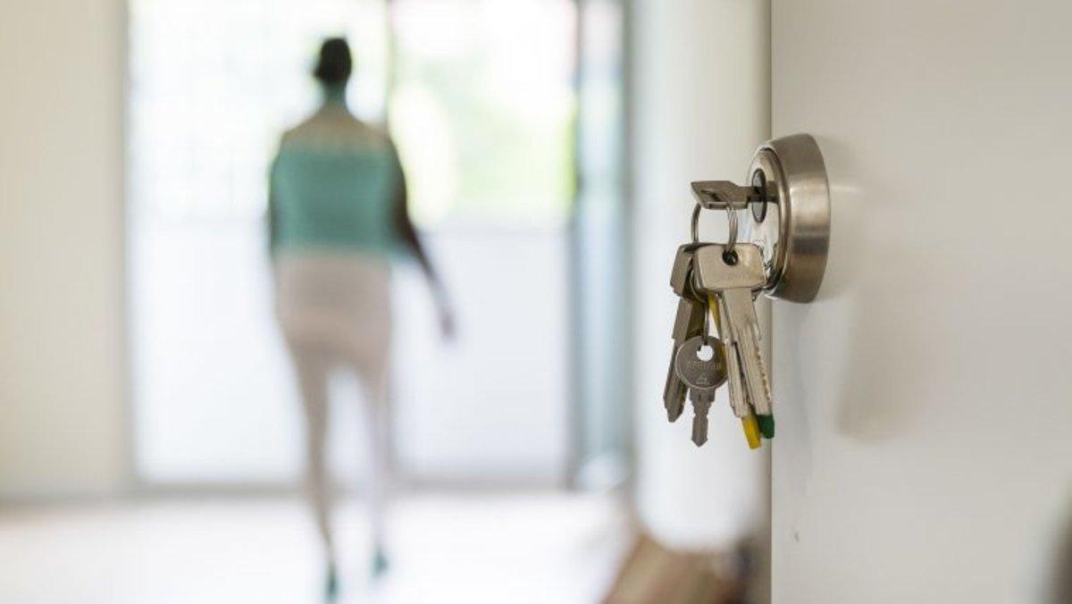 Para disfrutar de esta bonificación se tiene que aprobar un acuerdo de la Comisión de Economía y Hacienda del Consejo Municipal que declare de utilidad municipal las viviendas que lo soliciten.