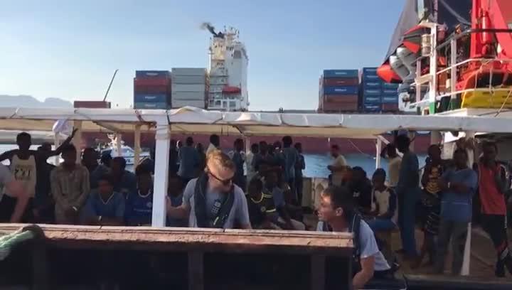 Los 87 inmigrantes rescatados por Open Arms llegan a Algeciras.