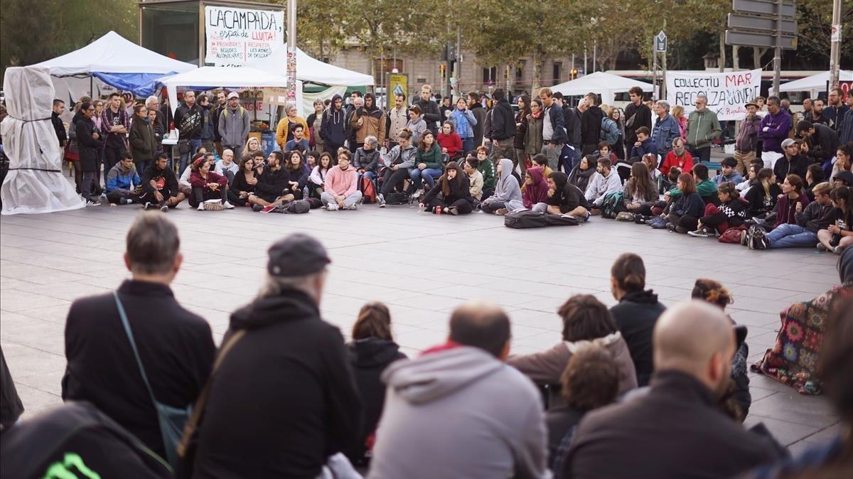 Los jóvenes de la acampada de la plaza Universitat, el pasado día 3.