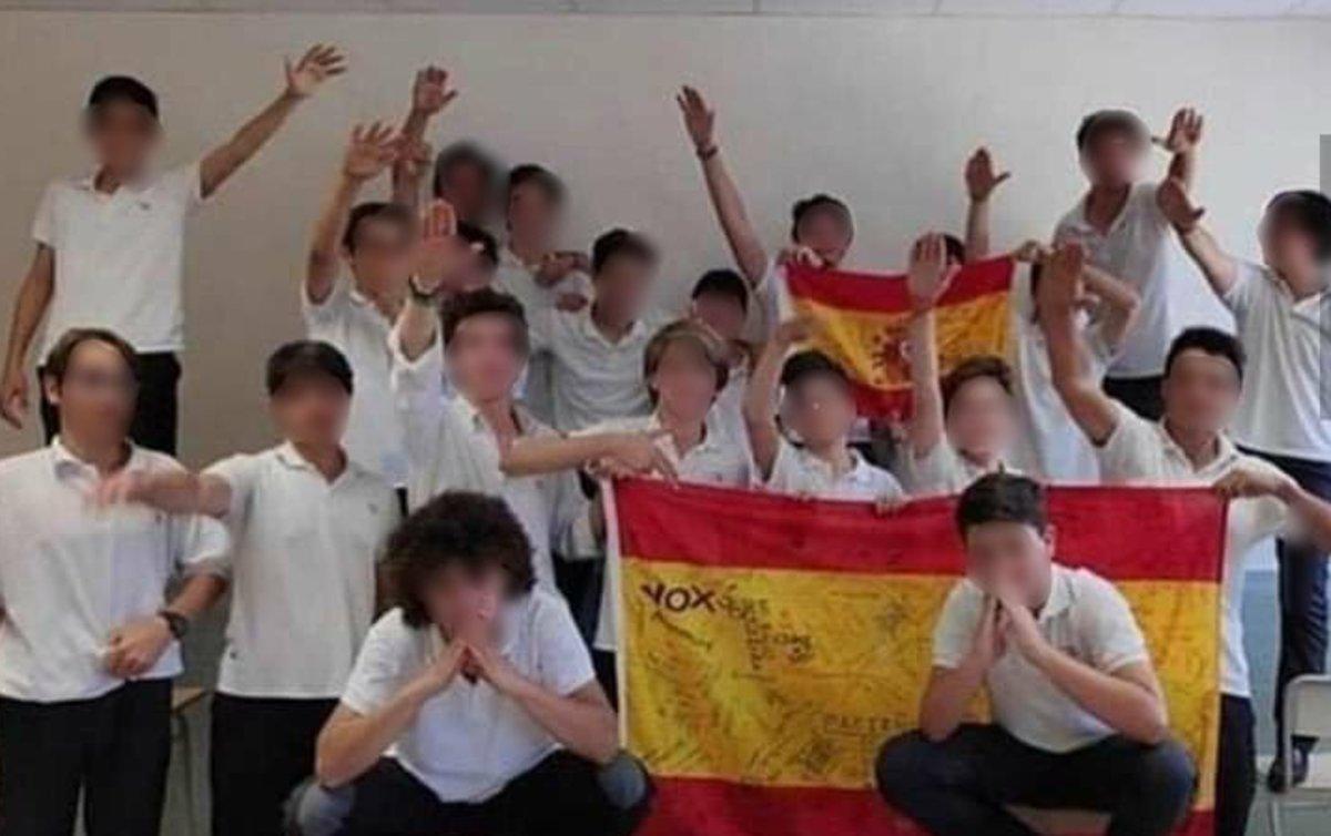 Los jóvenes del colegio Llaüt.
