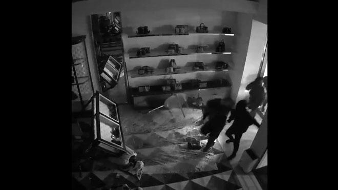 Los Mossos d'Esquadra detienen a dos miembros de un grupo criminal especializado en alunizajes.