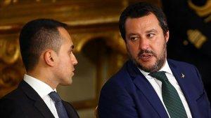 Di Maio (izq) y Salvini.