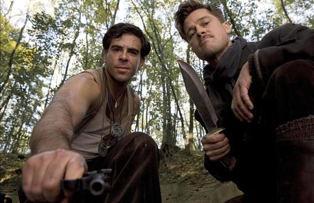 Eli Roth y Brad Pitt, en una imagen de Malditos bastardos.