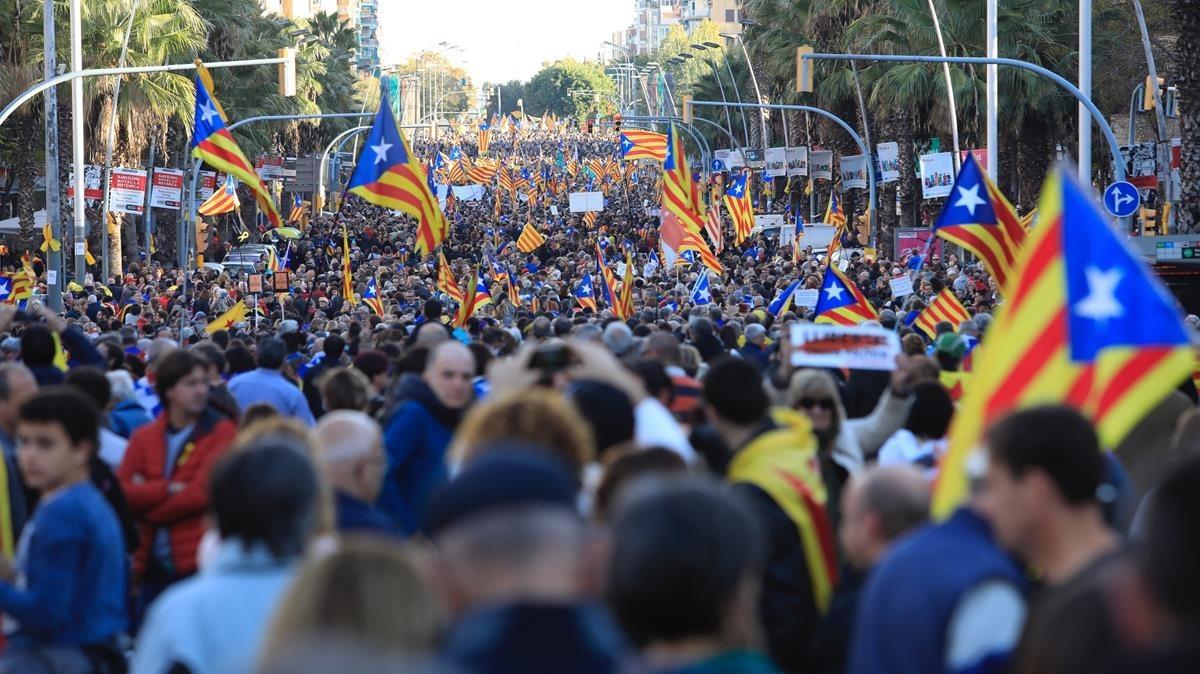 Las mejores imágenes de la manifestación en Barcelona por la libertad de los presos