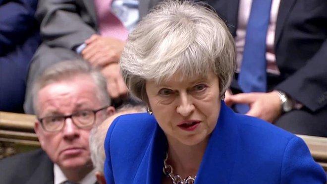May se dirige a los parlamentarios británicos tras ganar la moción de censura, este miércoles, en la Cámara de los Comunes.