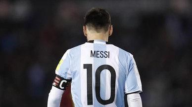 Messi juega solo