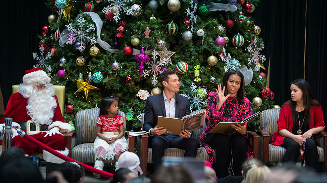 Michelle Obama, durant la seva visita a un hospital infantil.