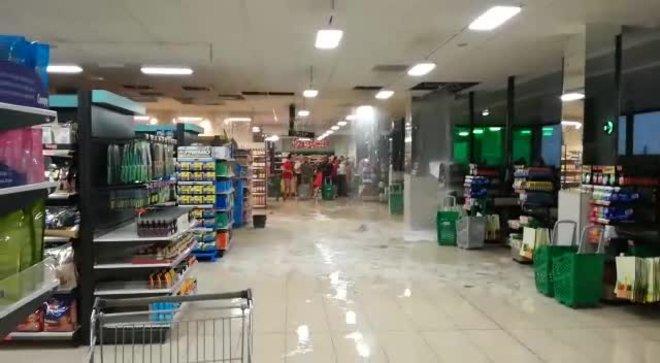 Un Mercadona se inunda por las lluvias en el norte de Mallorca