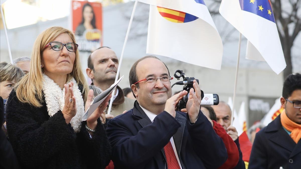 Miquel Iceta, junto aAna María Martínez, alcaldesa socialista de Rubí,en el acto dela Constitución celebrado en la ciudad vallesana.