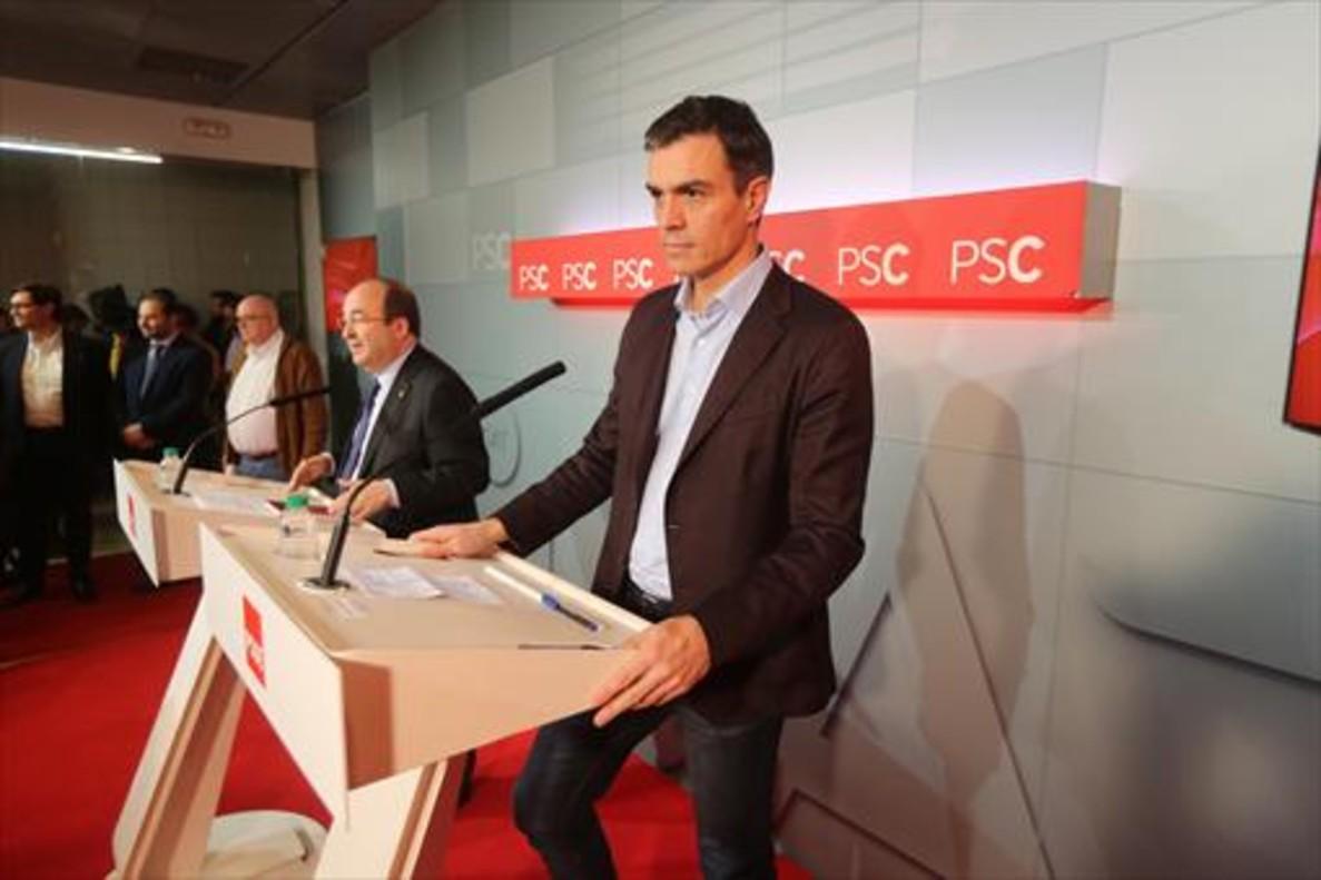 Miquel Iceta y Pedro Sánchez, ayer en la sede central del PSC.