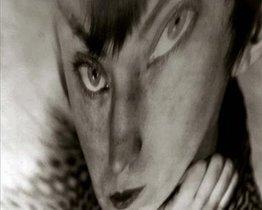 La autora se puso delante de la cámara en 'Autorretrato, distorsión' (hacia 1930).