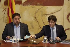 Oriol Junqueras y Carles Puigdemont, en la reunión de Govern del 29 de marzo.