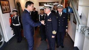 Sánchez en el portaaviones Juan Carlos I, en la Base Naval de Rota.