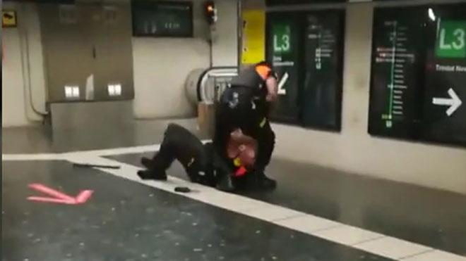 Pelea entre dos vigilantes del metro