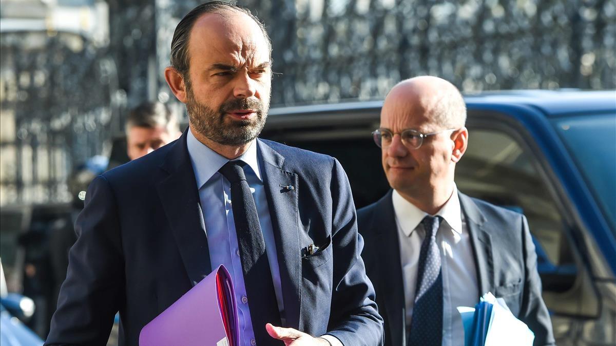 Philippe (izquierda) y el ministro francés de Educación Nacional, Jean Michel Blanquer, a su llegada a la presentación del plan de la prevención de la radicalización, en Lille.