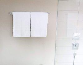 Disfrutar de una buena ducha, y de las mejores toallas