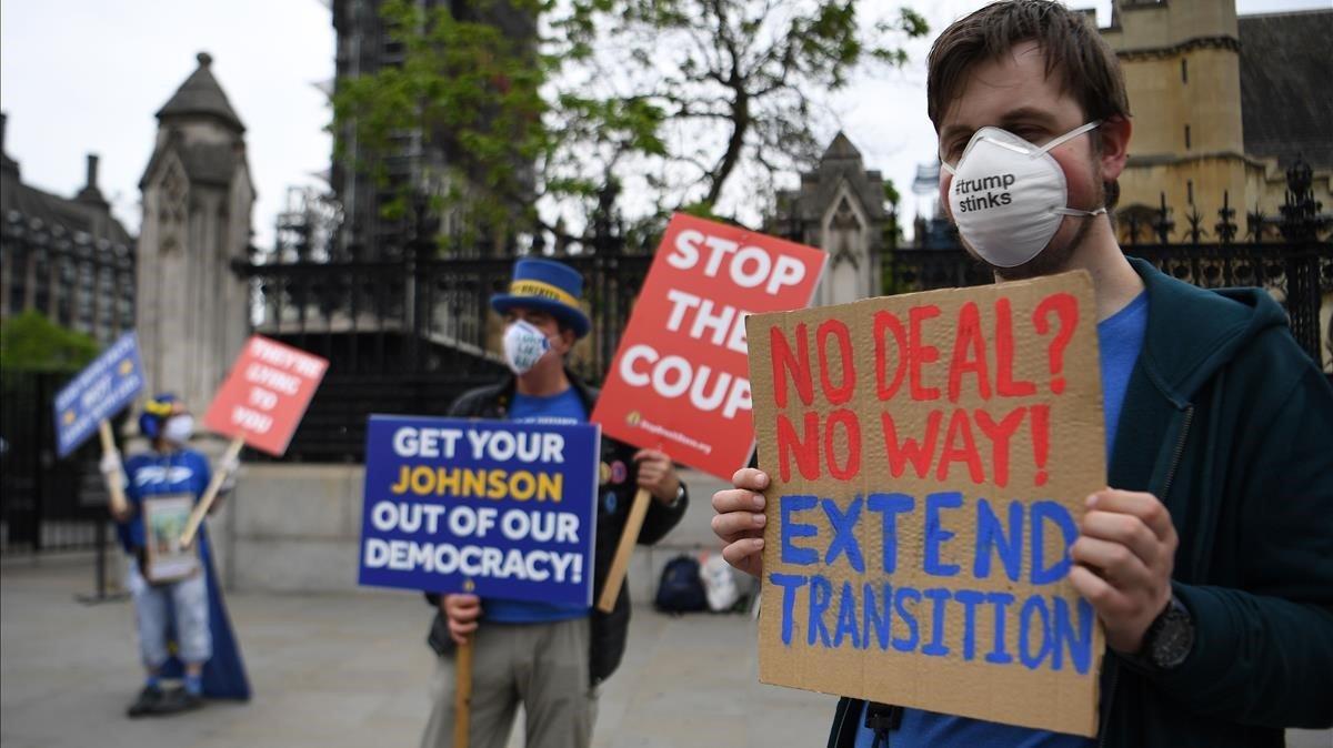 Manifestantes 'antibrexit' este miércoles frente al Parlamento británico en Londres.