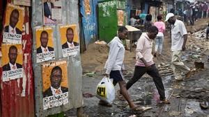 Propaganda electoral en un barrio pobre de Nairobi.