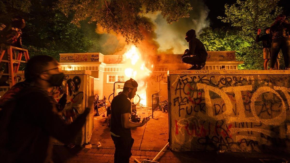 Imagen de la protesta la noche del pasado domingo cerca de la Casa Blanca.