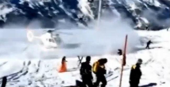 Moment en què un helicòpter rescata Michael Schumacher als Alps.