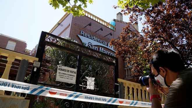 Dos morts i 52 positius en un geriàtric de Madrid