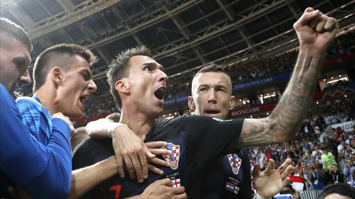 Mario Mandzukic celebra el gol que clasificó a Croacia para la final del Mundial.