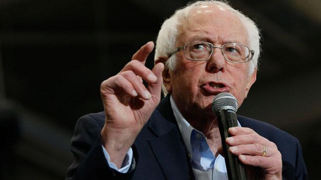 Sanders (en la foto) y Trump convocan a las masas en el cierre de campaña en New Hampshire.