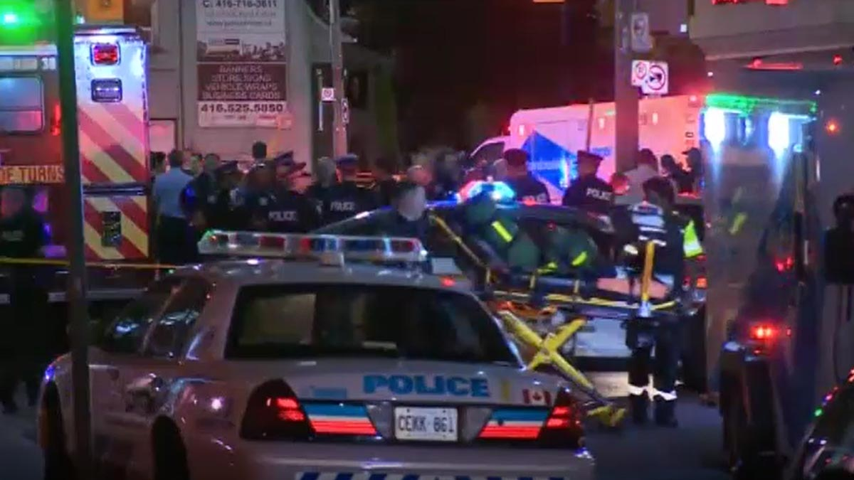 Dos morts i 13 ferits en un tiroteig a Toronto