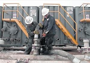 Una planta dextracció dhidrocarburs amb fracking, a Dakota del Nord.