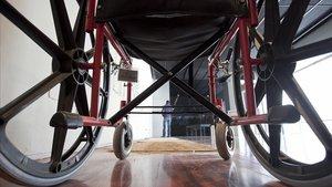 Una silla de ruedas.