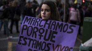 El PSC proposa penjar a Barcelona els cartells contra la violència masclista retirats a Madrid