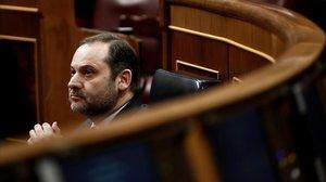 El ministro de Transportes y Movilidad, José Luis Ábalos, en la sesión de control al Gobierno de este miércoles