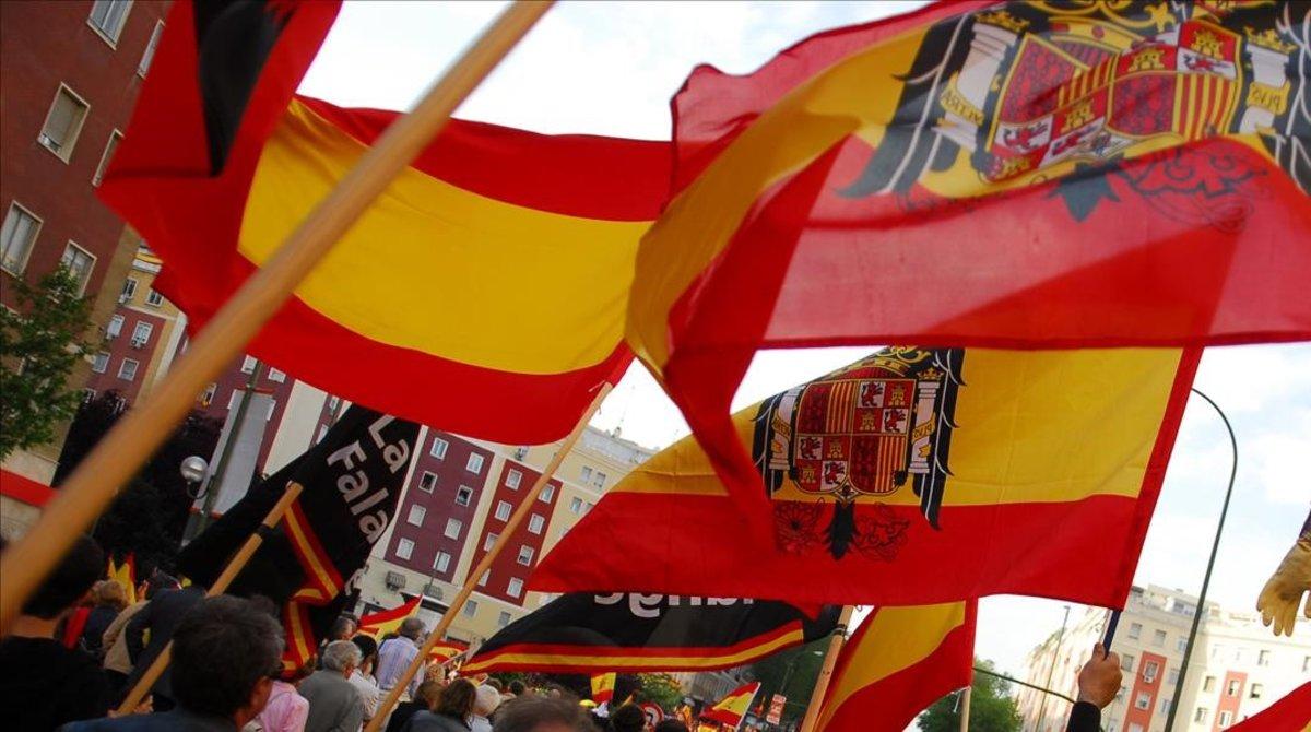 Unos manifestantes con banderas preconstitucionales en una imagen de archivo.