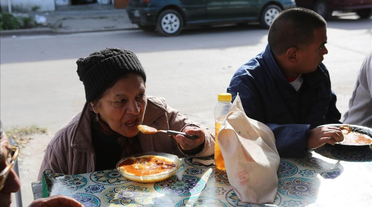 Usuarios de un comedor social de Buenos Aires.