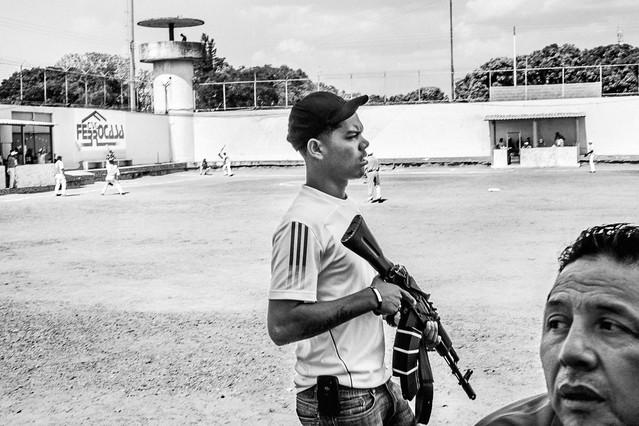 Del otro lado del muro: una cárcel venezolana controlada por los presos.