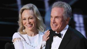 Warren Beatty y Faye Dunaway, en la gala de los Oscar 2017.