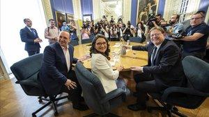 Martínez-Dalmau, Oltra y Puig, antes de empezar la primera reunión a tres bandas para negociar el nuevo gobierno autonómico