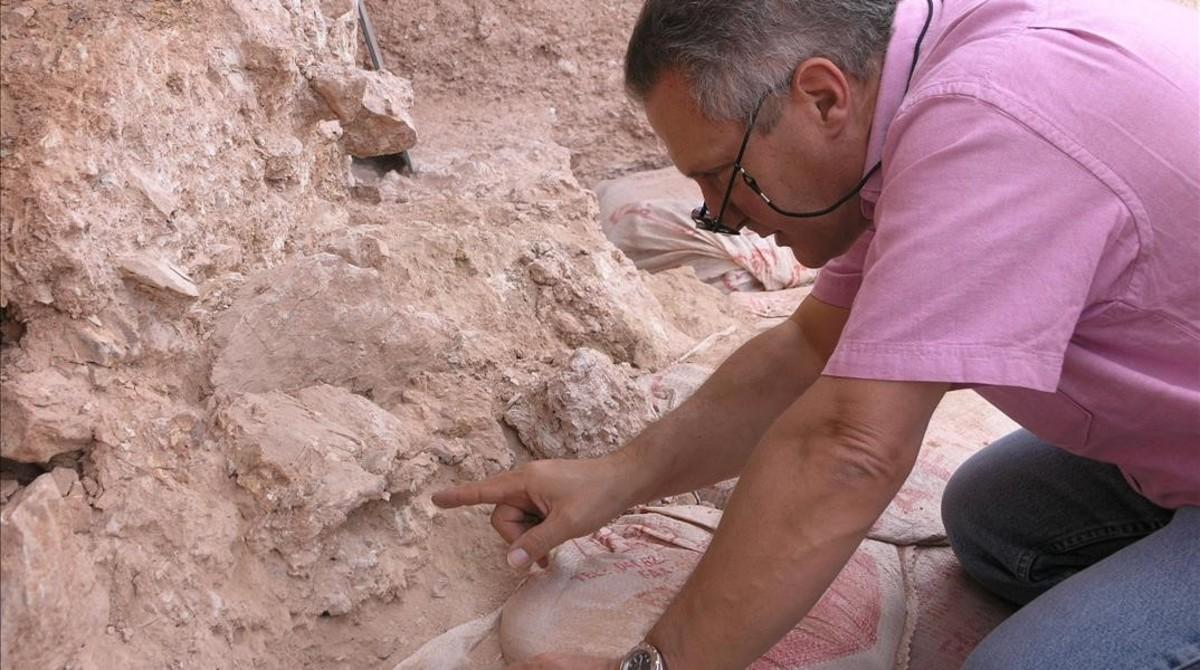 Jean-Jacques Hublin, durante unos trabajos de excavación en el yacimiento de Jebel Irhoud, en Marruecos.